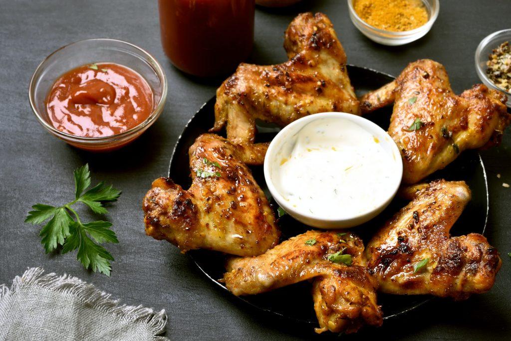 Kycklingvingar med sås och krydda